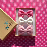 Bubblegum pink, winter white, and pink flannel bow lot for fall. Beautiful Seaside Sparrow hair bows straight from the beach.