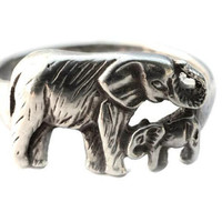 Sterling Silver Elephant and Baby Ring, US Size 8 Vintage 925 Lucky Elephant, Maternal, Mother and Child, Animal Jewelry, 2.5 grams