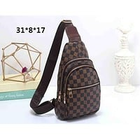 LV 2019 new men's checkerboard old flower chest bag Messenger bag Coffee check