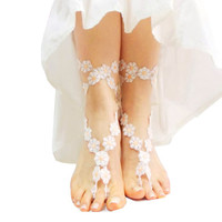Daisy Barefoot sandal, Foot Thong, Belly Dance Accessory, White Salmon Wedding Barefoot sandal, Flower girl, Foot jewelry