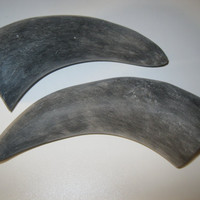 2 Cow horns...unfinished and raw  ......E2B...cow horn...buffalo horn....bull....steer....goat ...sheep...ram..ox