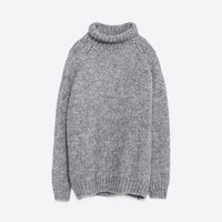 SWEATER WITH A ROLL-NECK COLLAR