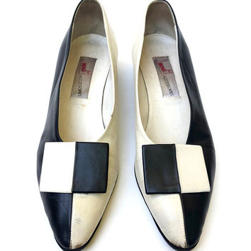 MONDI!!! Vintage 1990s 'Mondi' graphic, two tone, black and white leather mod style pumps with square leather bow / Made in Italy