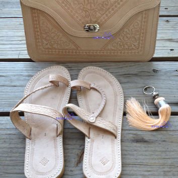 Natural Look - Handmade Clutch with keychain and sandals