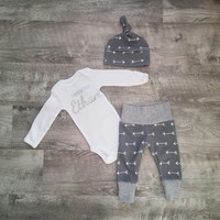 Baby Boy Coming Home Outfit. Hello! Arrows. Gender Neutral Take Home Outfit Gift Set. Personalized Coming Home Outfit.