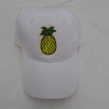 Trendy White Baseball Hat With Tropical Pineapple