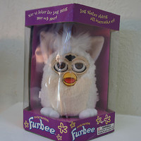 Rare Hasbro 1998 Furby Cream & White Wooly Fur Model 70-800 Purchased in Sweden