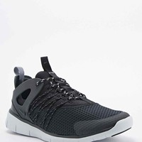 Nike Free Virtuous Trainers in Black - Urban Outfitters