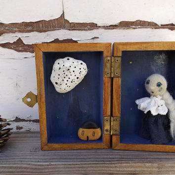 Pierrot diorama box crying in a starry night of full moon, ooak doll with handpainted wooden box and stones, theatrer story telling box