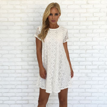 Retro Darling Lace Shift Dress In Ivory
