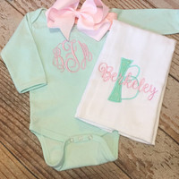 Monogrammed baby girl coming home outfit, bodysuit, bow, burp cloth, Personalized newborn gift set, custom, monogram Onesuit