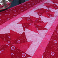 Quilted Table Runner Valentine Hearts 673