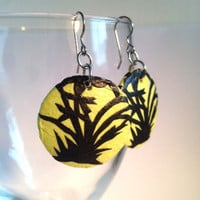 Round Bamboo Hanji Paper Earrings Dangle Bamboo Design Lime Green Black Hypoallergenic hooks Lightweight Ear rings
