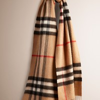 The Classic Cashmere Scarf in Heritage Check | Burberry