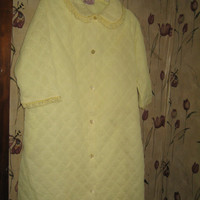 1960 ladies yellow quilted LEISURE LIFE robe housecoat size LARGE