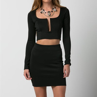 (anb) Deep plunge long sleeves boat neck cropped black top