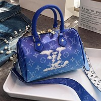 Louis Vuitton LV hot sale new men's and women's printed letters gradient shoulder bag diagonal bag