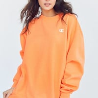 Champion + UO Powerblend C-Patch Crew-Neck Sweatshirt | Urban Outfitters
