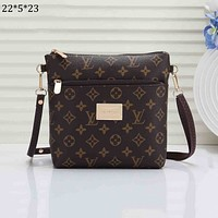 LV 2018 new men's casual business style wild shoulder bag Messenger bag Coffee Monogram