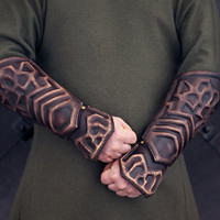 Thorin Oakenshield Hand Tooled Leather Vambraces for LARP/LOTR / Thorin Cosplay / Hobbit Cosplay