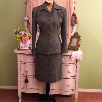30s 40s Wool Suit  Vintage 1940s Suit  Jacket Skirt Set  WWII Suit  Green Tweed Suit  Fitted w Turned Up Peaked Cuffs & Collar  Size XS/S