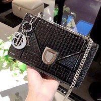 Dior 2019 new patent leather embossed women's chain bag shoulder bag Black