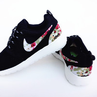n074 - Nike Roshe Run (Floral Prints Black/White)