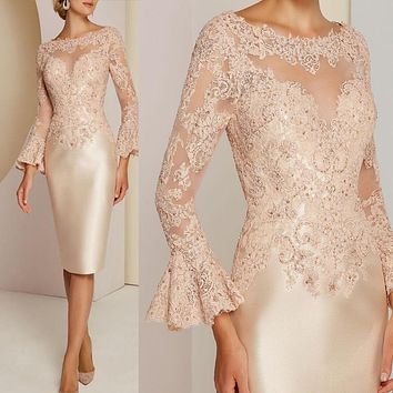 Gorgeous Short Champagne Lace Long Sleeve Mother of the Bride Dresses Bateau Neck Beads Wedding Guest Gowns Knee Length 2021