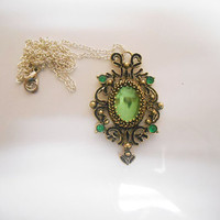 Once Upon A time Fairytale Wicked Witch Zelena Emerald Green Necklace Pendant