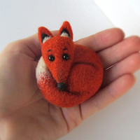 Red Fox Brooch. Natural Wool Animal Jewelry. Felted Fox Pin. Miniature orange fox. Stuffed Toy. Ready to ship. Funny Decoration Gift for her