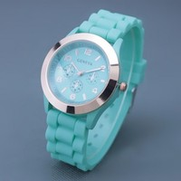 Color:Mint Green Material: Silicone Size: Dial diameter-3.9cm Strap le