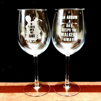 Elegant Wine Glass Set of 2 with The Walking Dead designs, Arrow a Day, If Daryl Dies