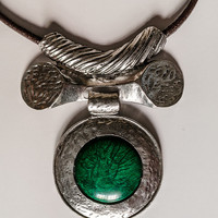 necklace with green leather circle - leather lariat necklace - gypsy jewelry - leather necklace