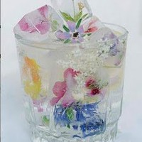 Blushing Blogger: Beautiful Details - Wild Flower Ice Cubes