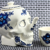 Limited Edition SKULL TEAPOT // Delftware Edition // by Dirie Dirie Me Art & Ceramics