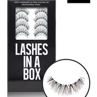 N°17 – LASHES IN A BOX