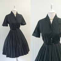 1950s vintage black polished cotton dress full pleated skirt shirtwaist pinup bombshell// cuffed sleeves silver buttons // size S
