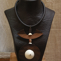 AMALTHEE CREATIONS-:-Necklace with Macassar ebony and ethnic beads and Mauritanian shell