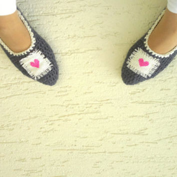 Crochet womens slippers with cross stitch hearts, gray, pink, home shoes for ladies, mary jane slippers, gift for her, Valentines day gift