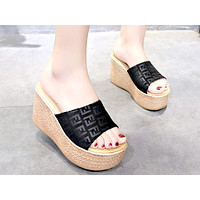 Fendi 2019 new female muffin thick bottom wedge fish mouth slippers black
