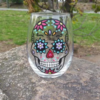SUGAR SKULL hand-painted STEMLESS wine glass (DARK PINK FLOWERS)