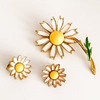 Daisy Brooch with Earrings Set Gold Tone, Vintage Jewelry ETSY SALE