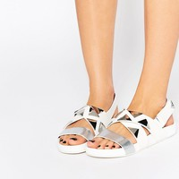 Eeight West Triangle Stud Flat Sandals