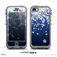 The Glowing White SnowFlakes Skin for the iPhone 5c nüüd LifeProof Case