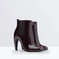 Ankle boot with a rounded heel