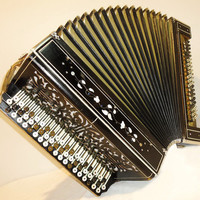 Antique Russian Handmade Unique Old Button ACCORDION Bayan COPPER VOICES 100 bass Fantastic and superb sound.