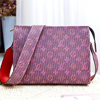LV personality men and women models versatile clutch bag shoulder bag storage bag