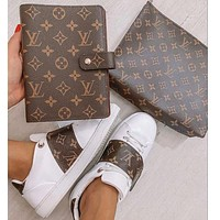 LV Louis Vuitton Classic Letter Cosmetic Bag Clutch Notebook Writing Notebook Casual Shoes