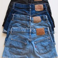 EXTRA DISTRESS: Vintage Levis Light Blue High Waisted SHORT from Boutique 73