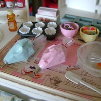 PLAYSCALE - Icing Frosting Piping - PASTRY Bag - 1:6 Scale - Blythe, Momoko, Pullip, Barbie, Fashion Royalty